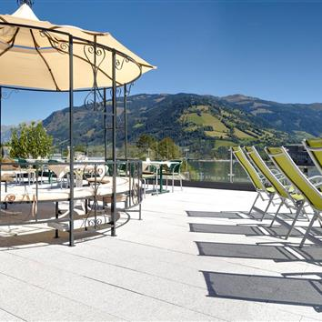 Pavilion and sun loungers on the roof terrace with a panoramic view over Zell am See