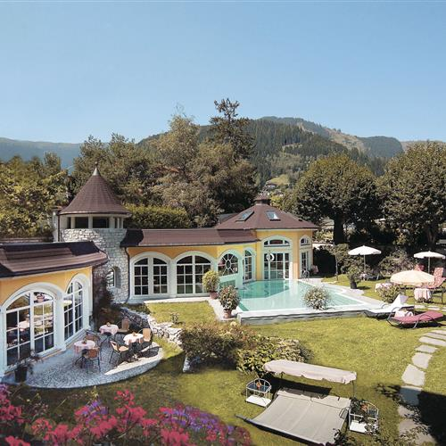 Romantikhotel-Pool-Aussen