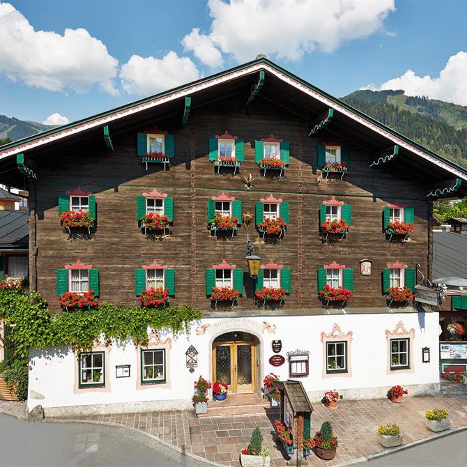 Frontansicht des 4*Romantikhotels & Gasthaus zum Metzgerwirt in Zell am See