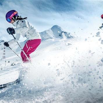 Couple skiing on the Kitzsteinhorn in Kaprun, Salzburg