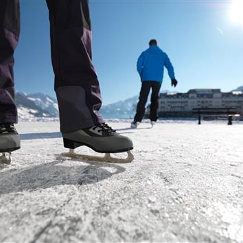 Ice runners at the frozen Zeller See, Salzburg