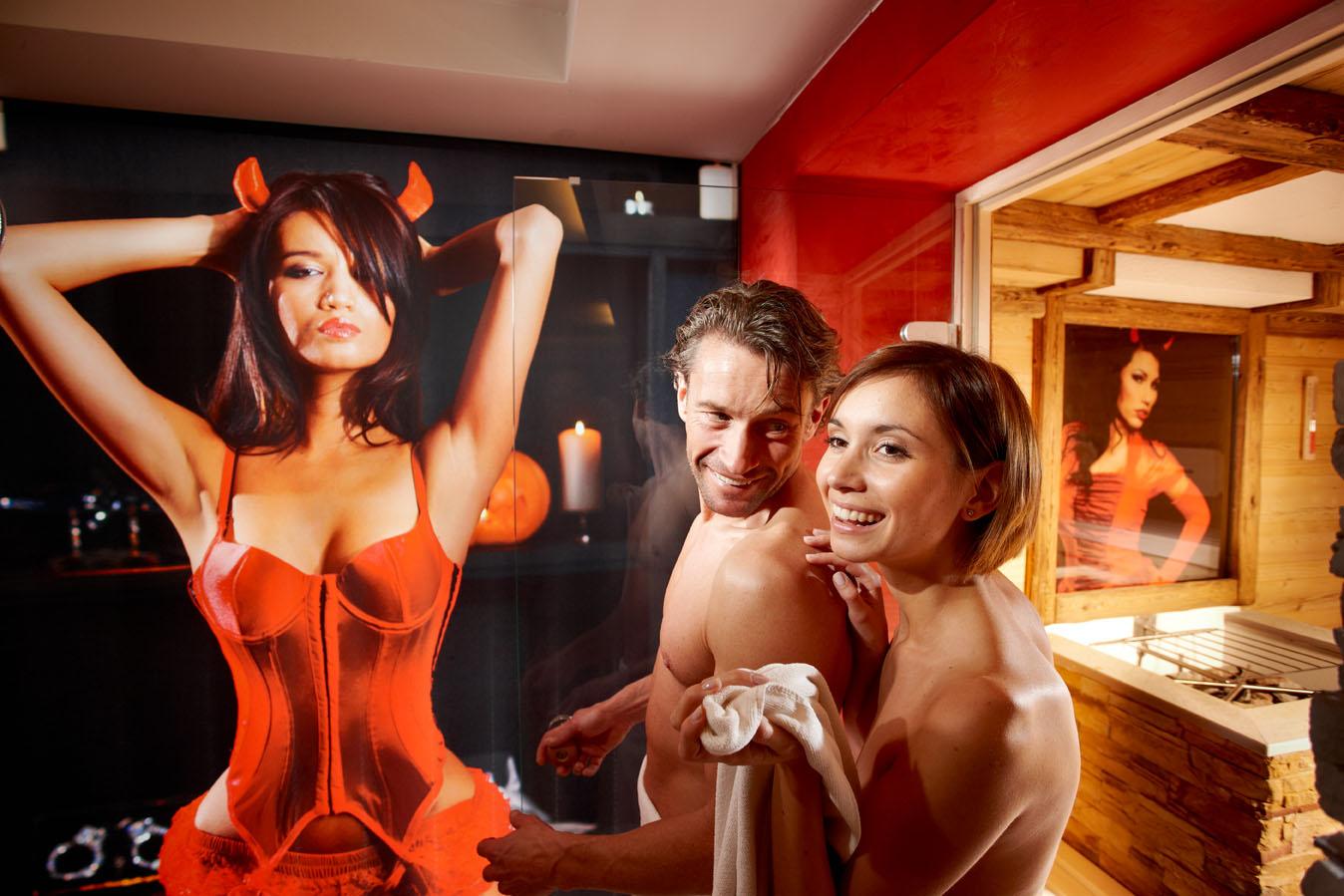 Facebook massage naken i Stockholm